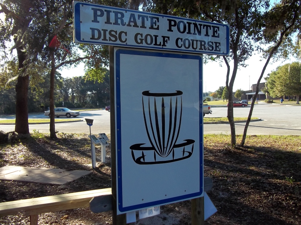 Pirate Pointe disc golf course sign